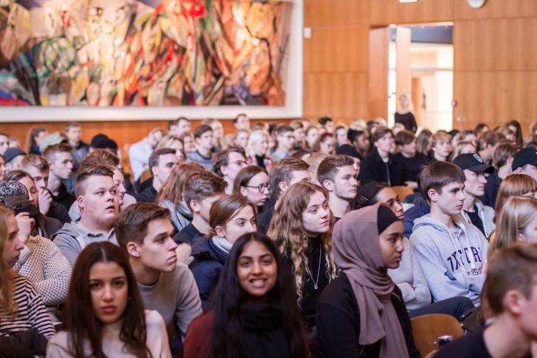Elever fra 40 gymnasier samlet for at høre Martin Lidegaard